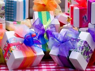 regifting_presents_gifts_20120509203759_640_480-10195