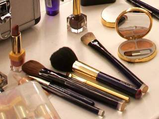 makeup_20120215171007_640_480-10195