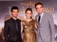The Twilight Saga: Breaking Dawn -...