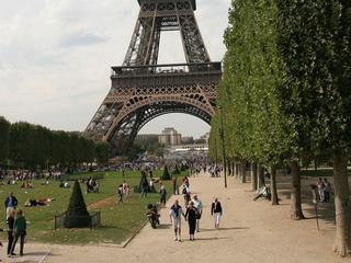 Paris tourism suffering after attacks