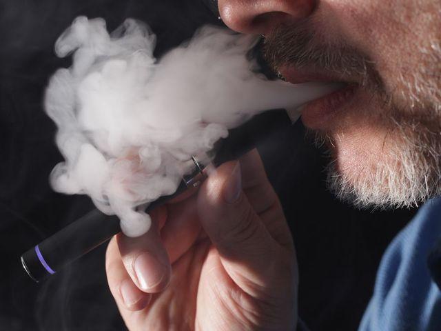 Regular cigarettes vs electronic cigarettes