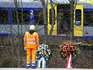Germany: Cause sought in train crash
