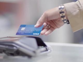 Visa offers restaurants $10K to stop taking cash