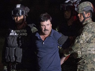 Drug lord Guzman's lawyers split on extradition