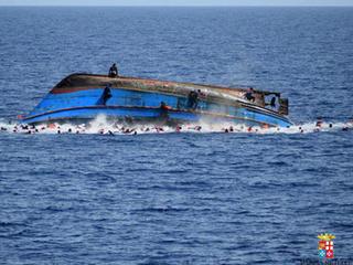 UN: 880 killed in shipwrecks over last week