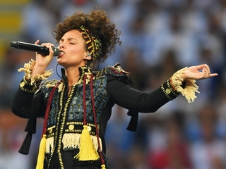 Alicia Keys wants concertgoers off their phones