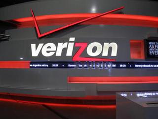 Report: Verizon agrees to buy Yahoo