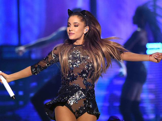 Ariana Grande Suspends Tour Following Manchester Terror