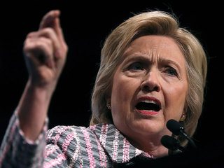 Clinton struggles with white-male voters