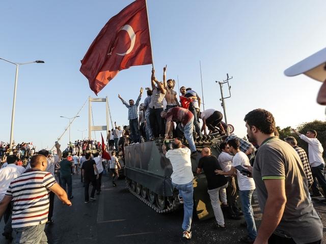 Turkey issues arrest warrants for Fethullah Gulen