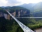 Glass-bottom bridge opens in China