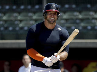 Tim Tebow works out for MLB scouts