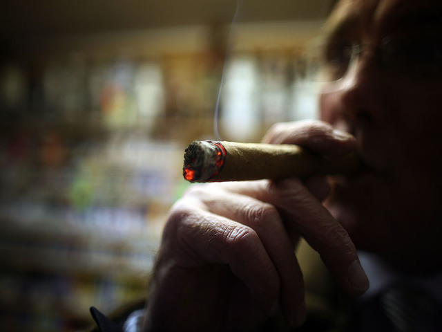 US removes limits on bringing in Cuban rum, cigars