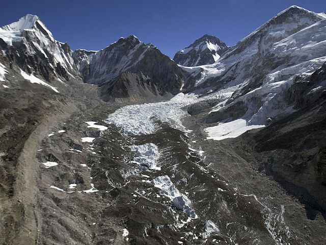 Three men killed while climbing Mount Everest