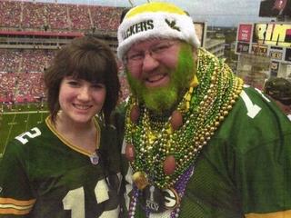 Packer fan sues to wear his jersey to Bears game
