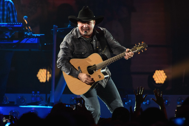 Couple Gets Engaged At Garth Brooks Concert