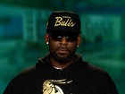 Woman tells dad to stop following R. Kelly story