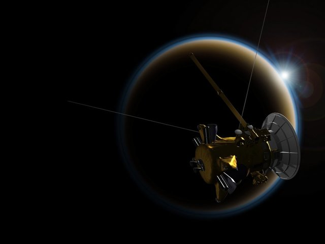 Cassini makes final flyby of Titan before death plunge