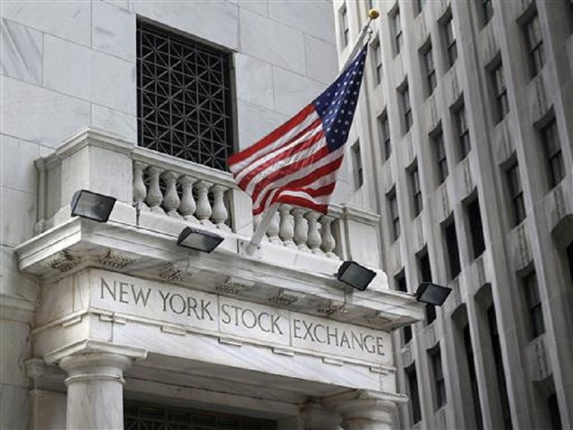 US stocks go higher: Dow closes above 26000 for first time