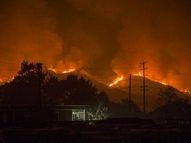 NASA Images Show Thomas Fire Smoke Plume Come and Go