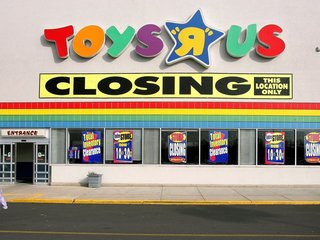 What killed Toys 'R' Us?