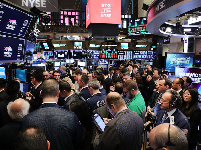 DOW falls 724 points as stocks plunge