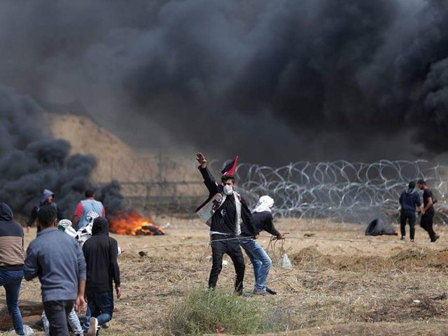 3 protesters killed at Gaza border, hundreds wounded, Gaza medics report